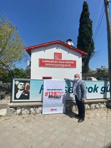 CHP İLÇE BİNASINA ASILAN AFİŞLER KALDIRTTIRILDI