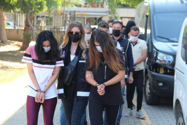 Savcı, Polisiz Diyerek 3 Milyon TL Dolandırdılar